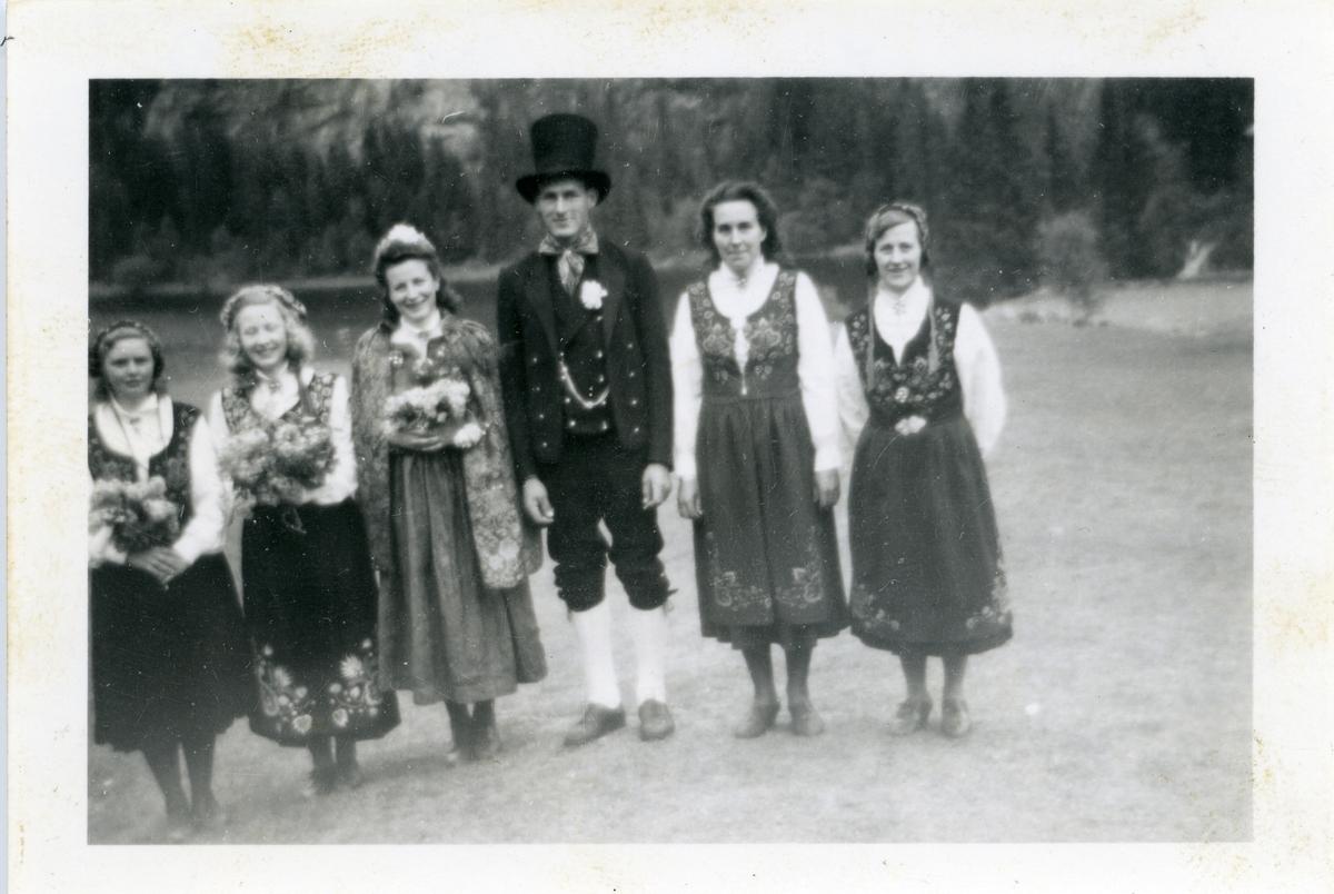 Arnfinn Brenden som 'brudgom' på Bagn Bygdesamling, 1946.