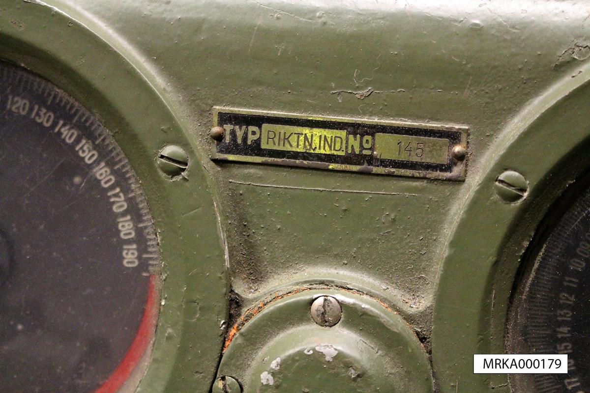 Manöverapparat 102 användes för att fjärrstyra 150 cm strålkastare m/1937-38 på ca 50 meters håll.