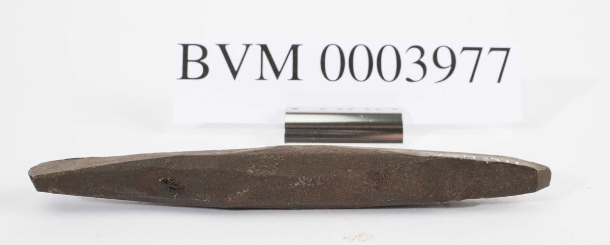 Gammelt jernbor trolig smidd ved Sølvverket. Disse var alminnelig brukt på slutten av det 19de århundre. Jf. BVM 109.