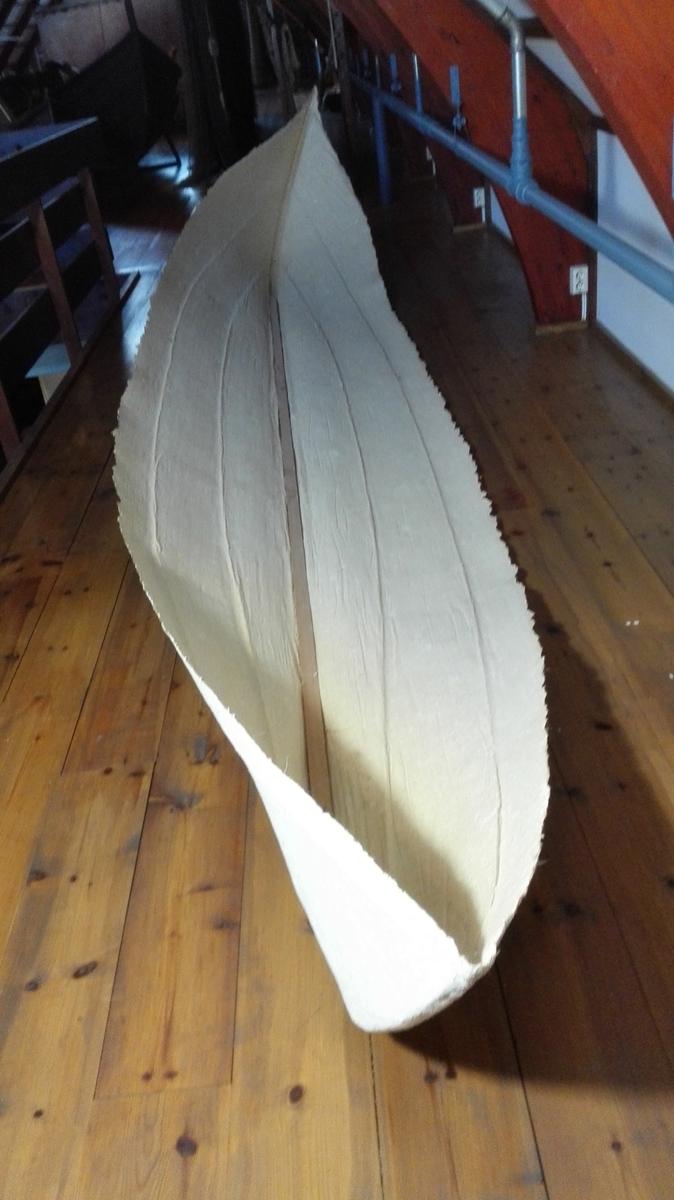 Stilisert modell robåt, lagai pappmache