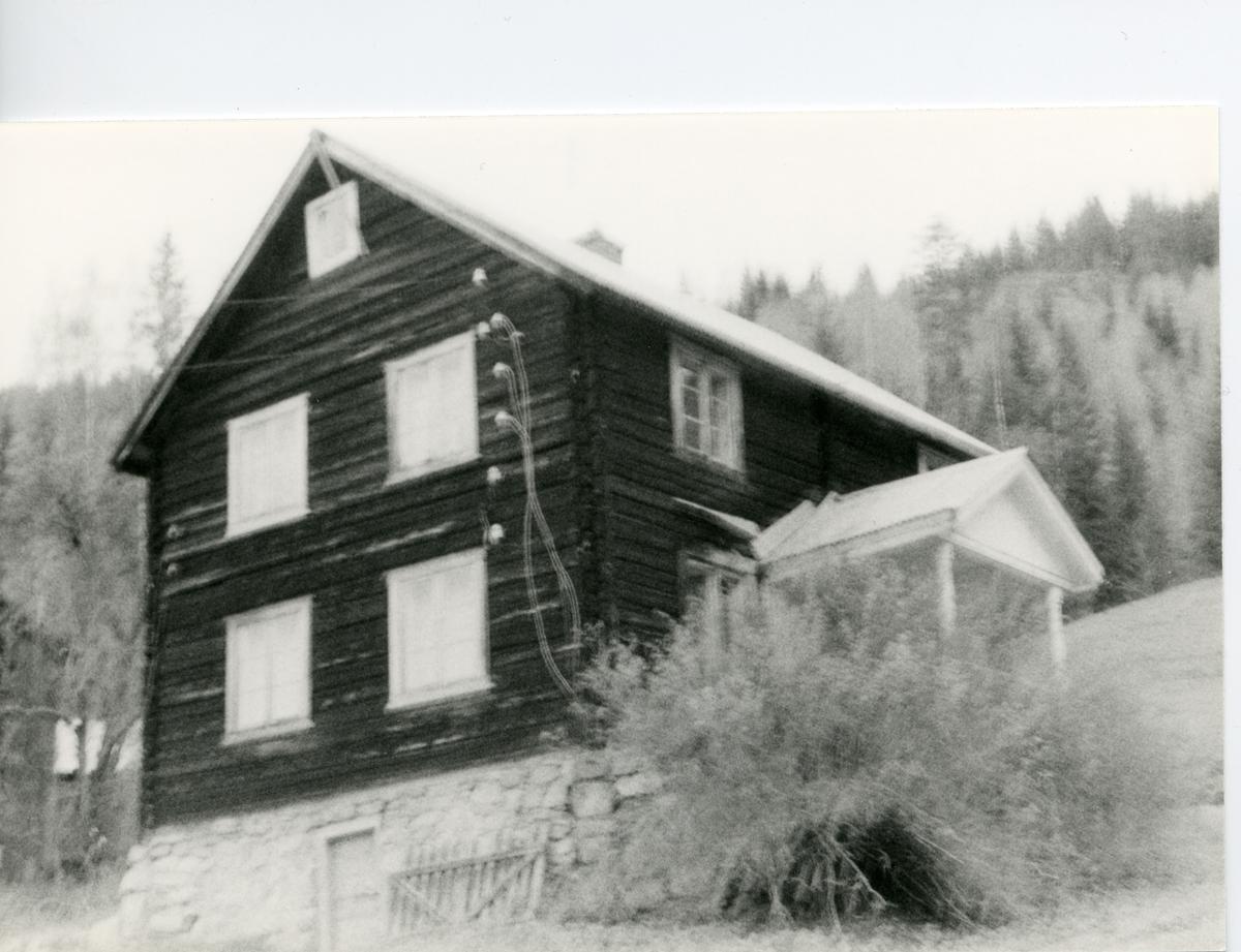 Tømmerbygning på Erlandshaugen, Sør-Aurdal.