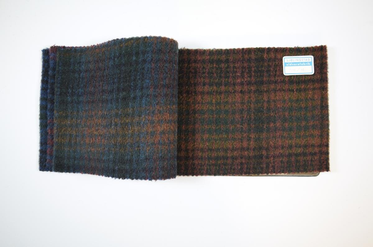 Prøvehefte med 6 prøver. Tykke ullstoff med rutemønster i ulike fargekombinasjoner. Vevmønsteret er synlig på stoffets vrangside, mens rettsiden har et valket utseende. Stoffene ligger brettet dobbelt i heftet. Stoffene er merket med en firkantet papirlapp klistret til stoffet, hvor nummer er trykket i et maskinskrevet skjema. Heftet har stiv bakplate dekket av sort opak plast, samme type plate finnes på forsiden og dekker ca. 5 cm av forsiden der heftet er stiftet. En lapp i en plastlomme på innsiden av bakplaten gir informasjon om stoffet, blant annet materialene.  Stoff nr.: 7400/13, 7400/14, 7400/15, 7400/16, 7400/17, 7400/18.