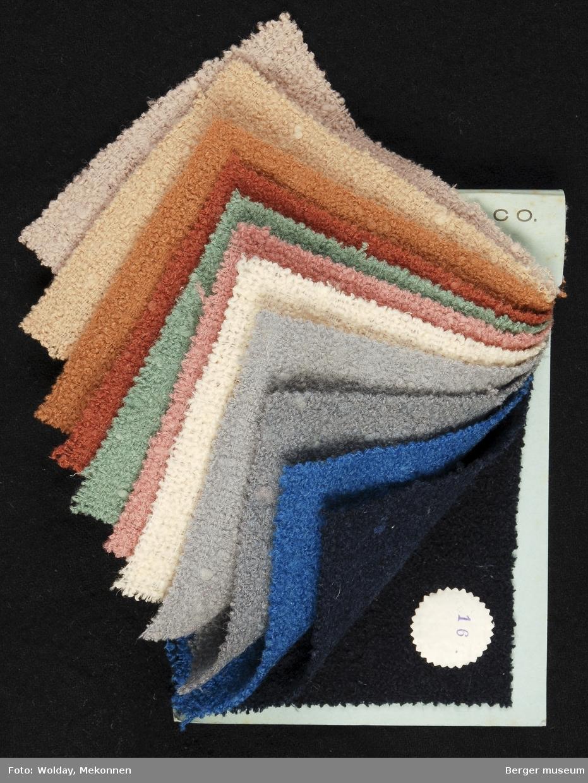 Prøvebok med 12 prøver. Drakt/kåpe-stoff Kavlitet 422 Stykkfarget