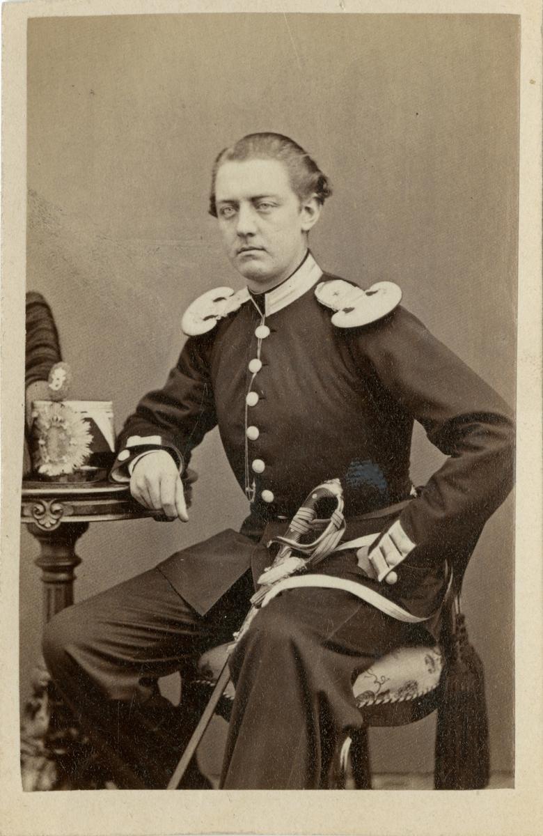 Porträtt av Erik Johan König, underlöjtnant vid Svea livgarde I 1.