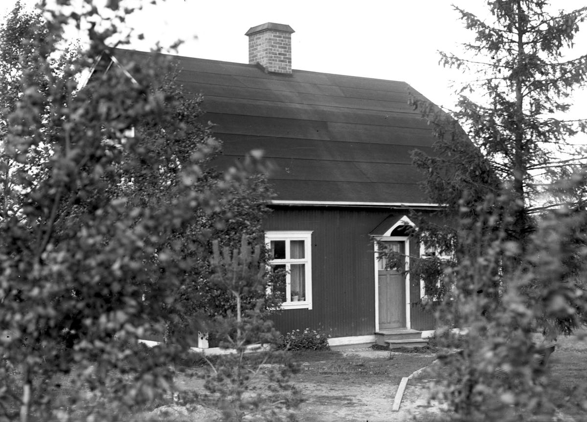 Larssons gård efter gamla vägen, norr om Bodås gård