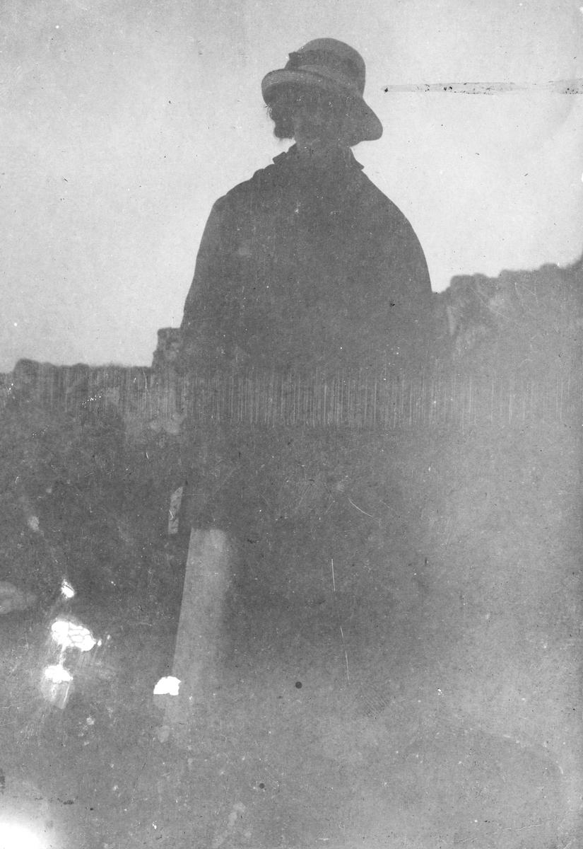 "Torgunn Gundersen på tur. ""Vårbjerget 1916"" ""Skagen tur til Jomfru Trufast 1916"""