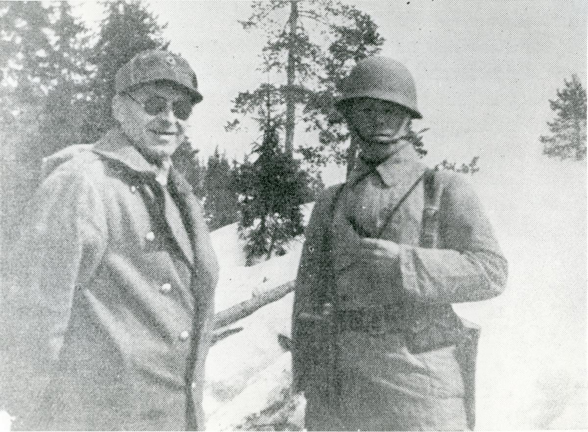 Major Haneborg Hansen og kaptein Saathun. Dei var bataljonssjefer.
