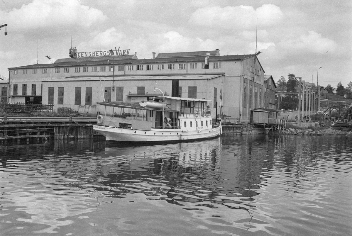Ekensbergs varv 1970; passagerarångaren EJDERN, i bakgrunden stora plåthallen
