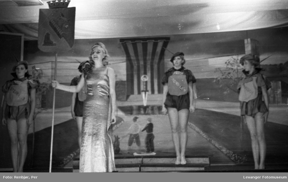 Fra byjubileet i 1936 sommerutstilling og revy.