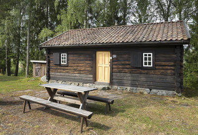 Falletstua_-_Aurskog-Hland_bygdetun_-_MiA_Museene_i_Akershus.jpg