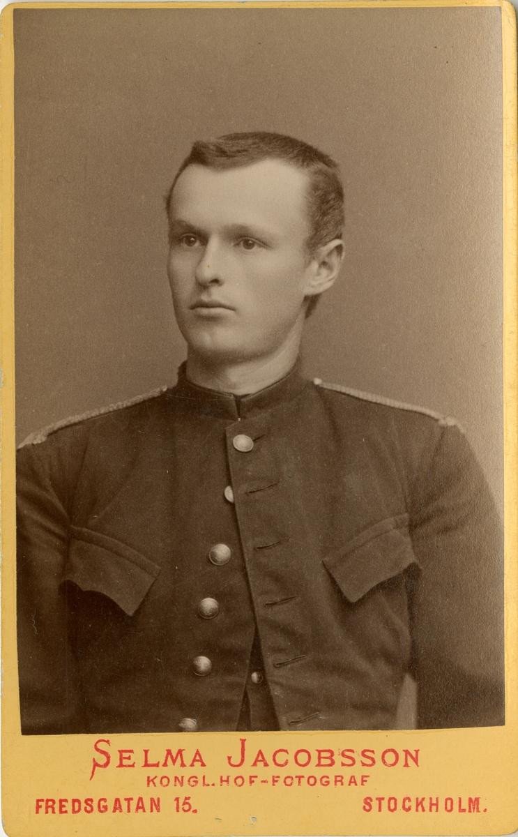 Porträtt av Johan Julius Peterson, underlöjtnant vid Gotlands nationalbeväring I 27. Se även AMA.0008281.