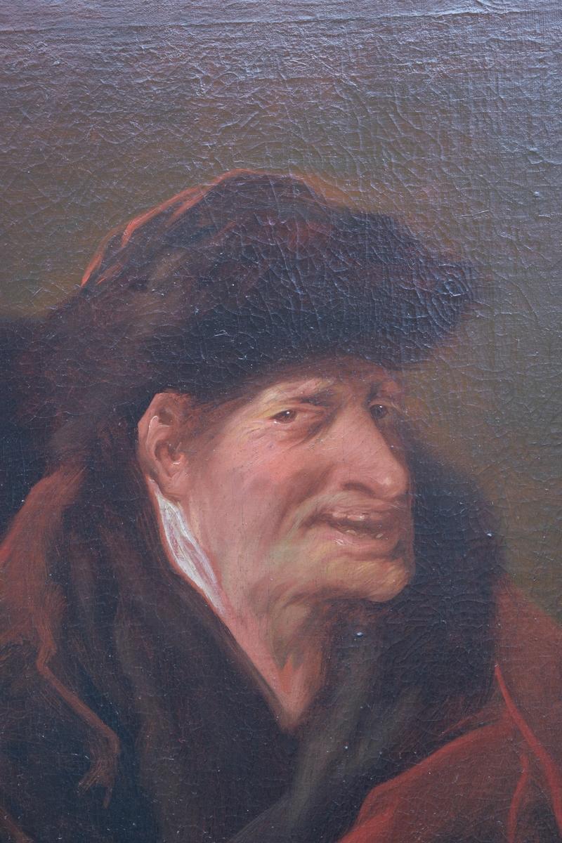 Portrett av en eldre mann med ansiktet i halvprofil. Hodet er vendt mot hans venstre side, munnen er litt åpen og blikket er rettet ut mot betrakteren. Mannen har trolig ikke skjegg eller bart. Mannen har et hodeplagg og flere lag med kapper eller lignende rundt skuldrene. Bakgrunnen er ensfarget med en skygge fra figuren på venstre side. Maleriet er malt med relativt grove strøk på rød grundering eller rød imprimatura.