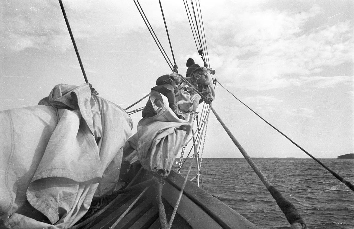 """Tur  for ungdom fra  Rælingenmed SS """"SVANEN"""" i 1982."""