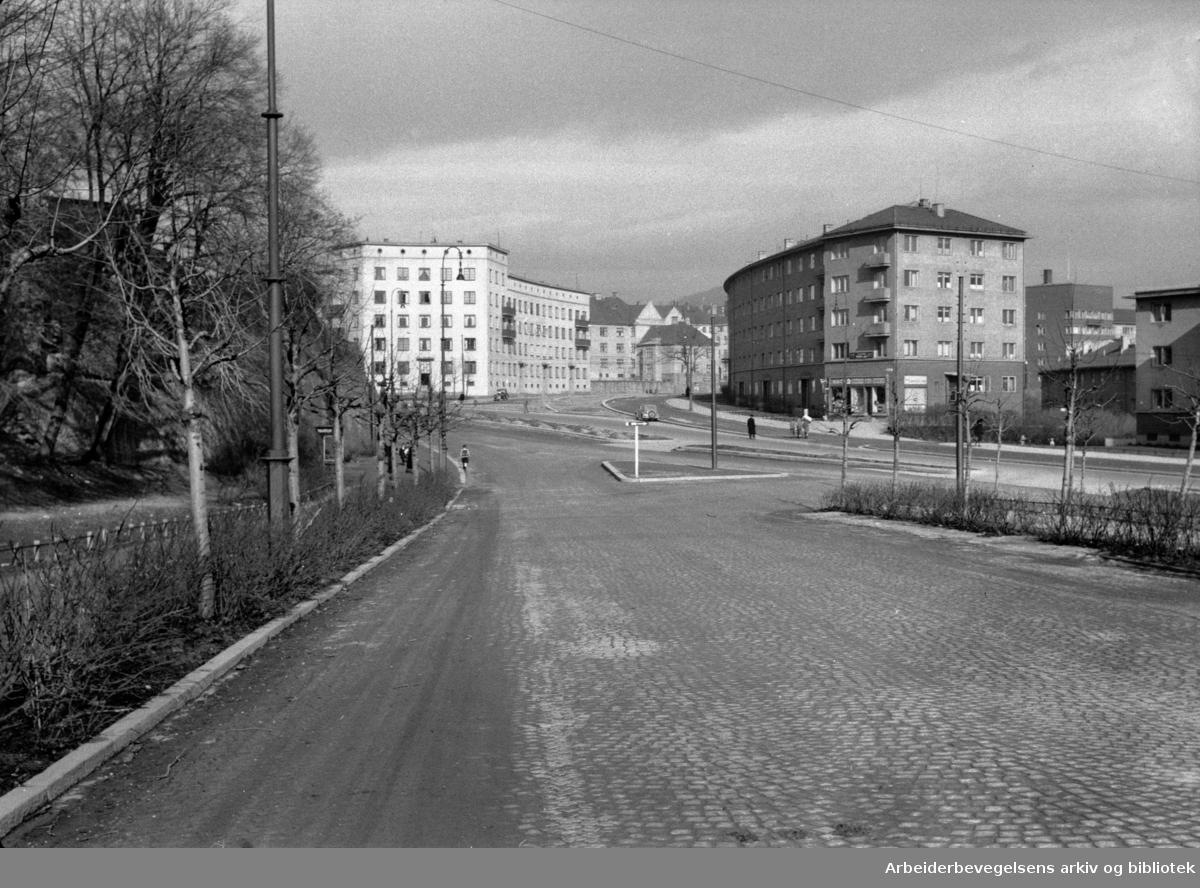 Collettsgate (mot Iladalen). Mars 1949