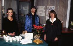 Julmarknad på Mölndals museum den 5/12 1993. Försäljning av