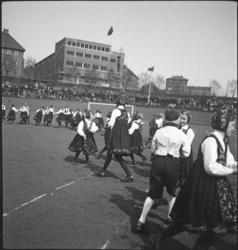 1. Mai 1932 på Dælenenga i Oslo. Barnelagene i Oslo fremføre