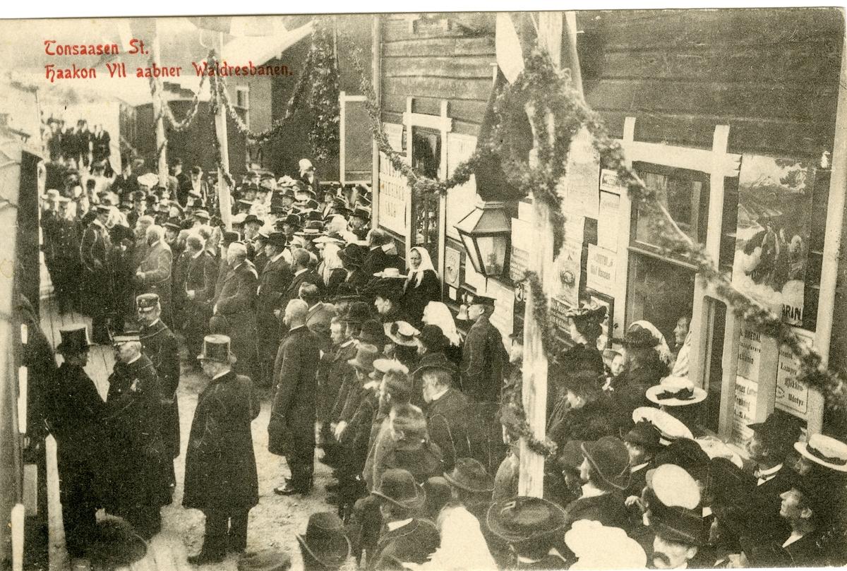 Prospektkort av Tonsåsen stasjon, 1906. Kong Håkon åpner Valdresbanen.