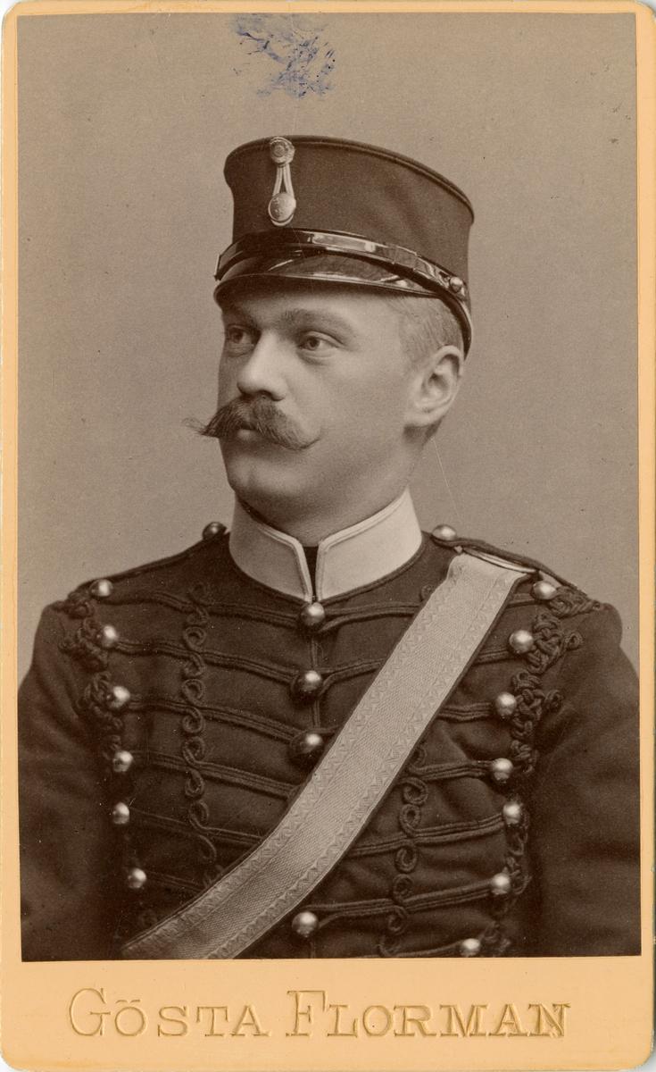 Porträtt av friherre Nils Gustaf Ehrensvärd, officer vid Vendes artilleriregemente A 3. Se även bild AMA.0007193.