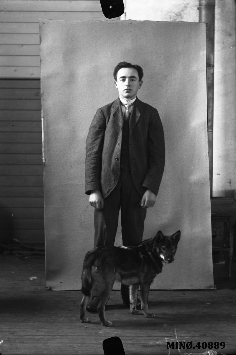 Portrett av mann og hund - M. Kalmanowitz