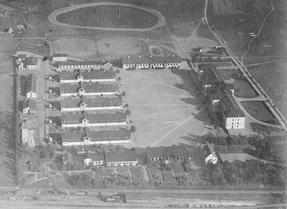 Flygfoto över Livregementets husarer K 3 regementsområde.