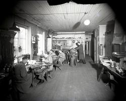 Interiör från verkstaden i Hentzells guldsmedsaffär.
