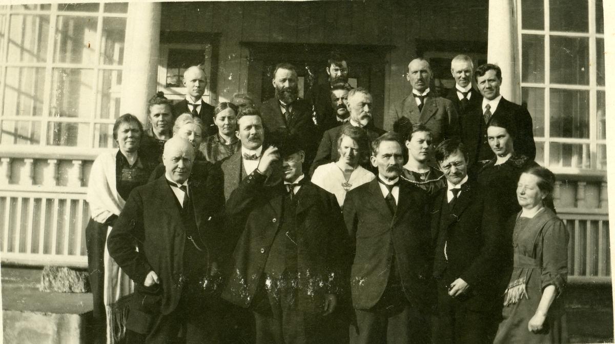 Frå eit folkehøgskulemøte på Hundorp våren 1920.