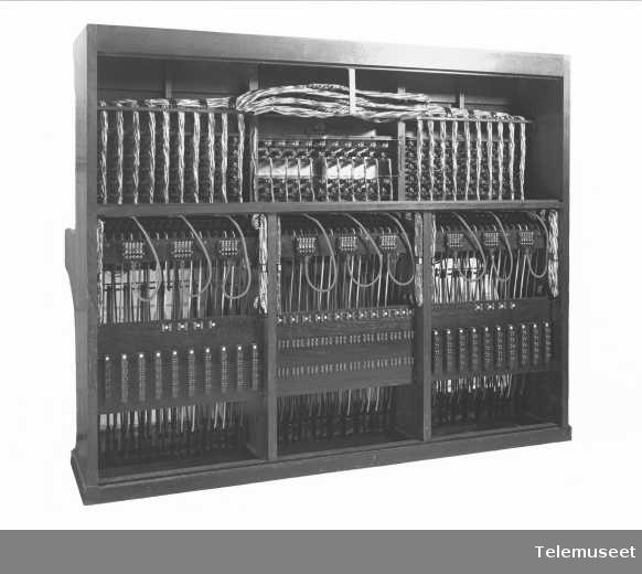 Telefonsentral, magneto multippelbord, 100 + 20 lj. Maatschappij. 6.11.13. Elektrisk Bureau.