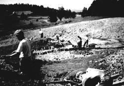 Arbeidstjenesen grøfter ved Fossum (etter Lauglsets teglverk