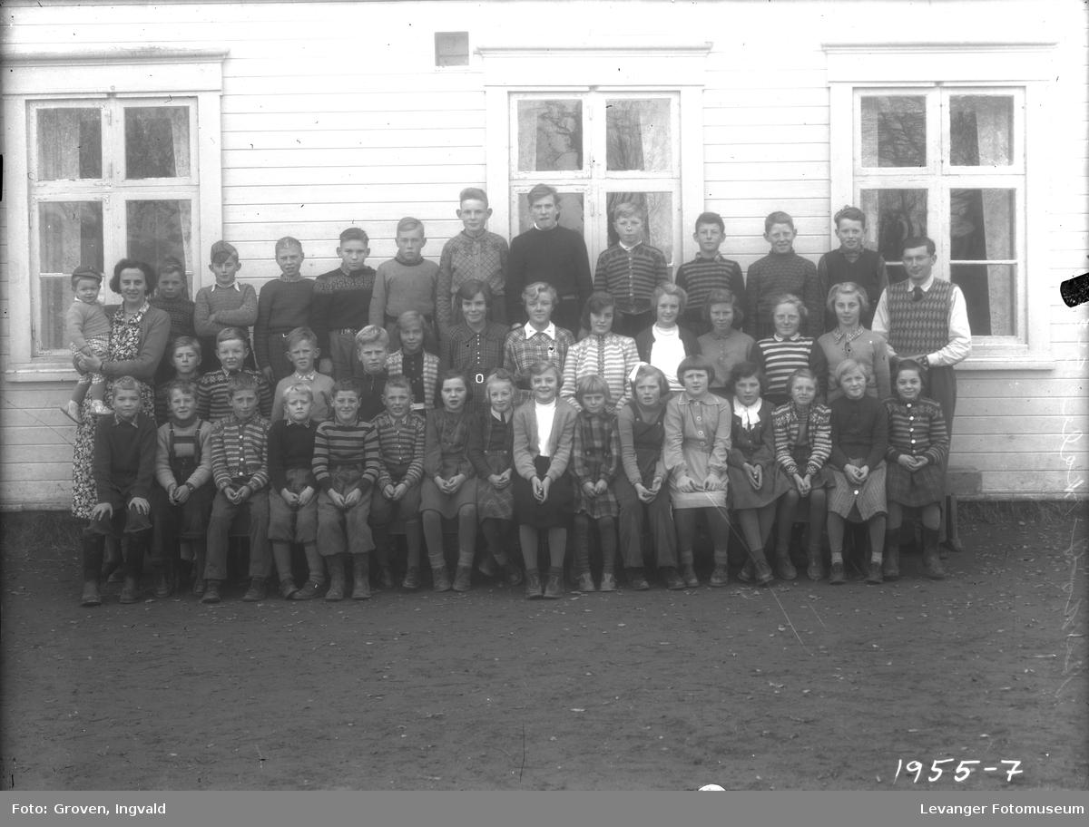 Skolebilde fra folkeskolen,  Gullberget skole i Åsen.