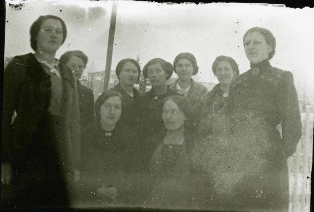 Sykurs i Sør-Aurdal. 9 kvinner.