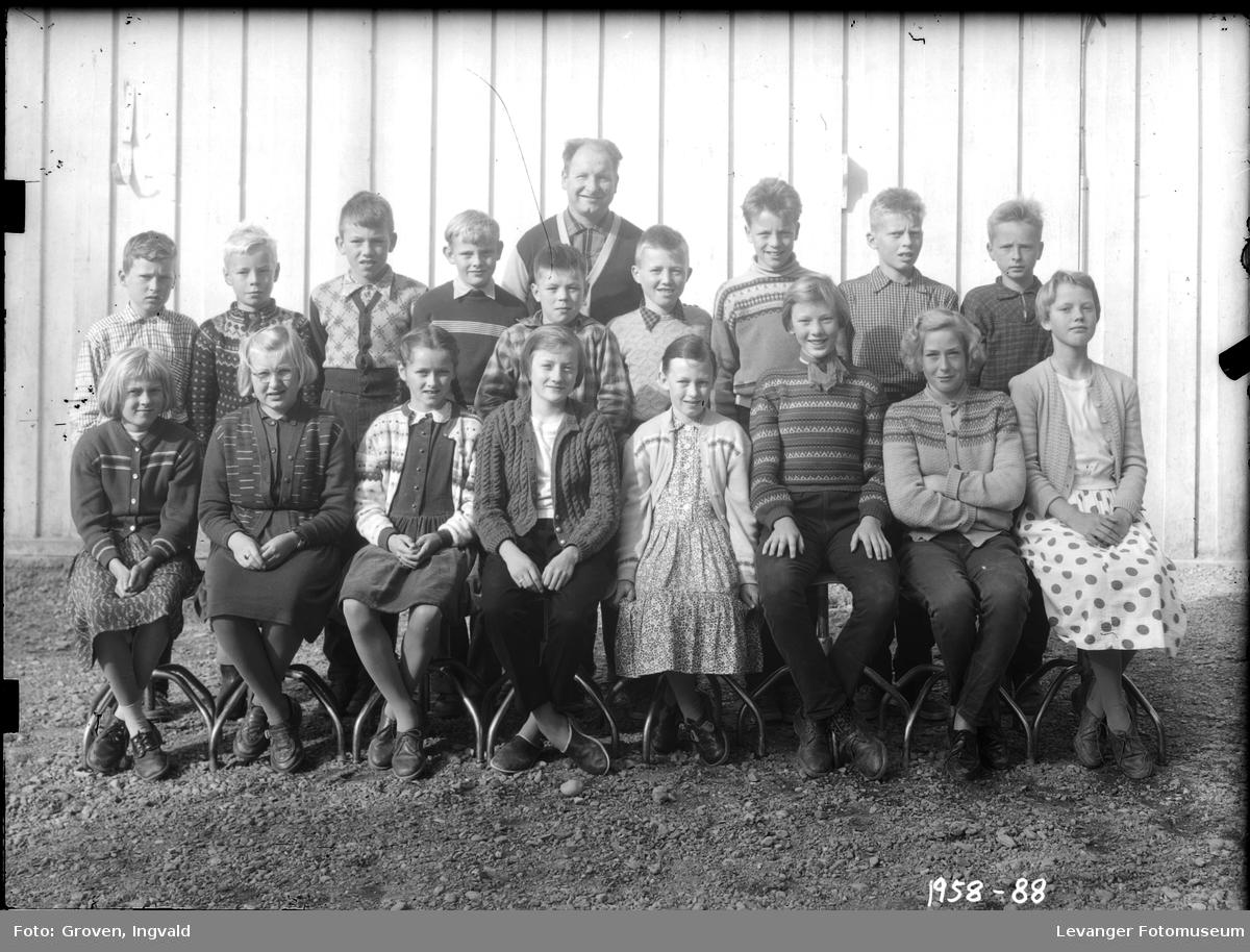 Skolebilde fra folkeskole, trolig Sjøbygda skole.