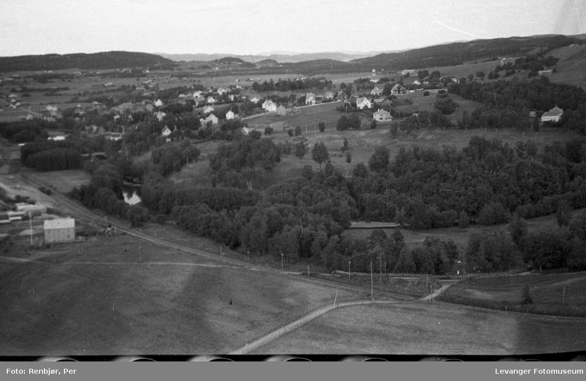 Flyfoto av Levanger, tatt av tenåringen Per Renbjør med sin fars Leica.
