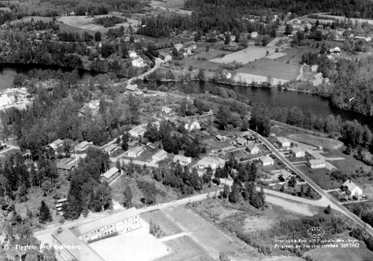 Bildtext: Flygfoto över Gullspång. Centralskolan i förgrunden.