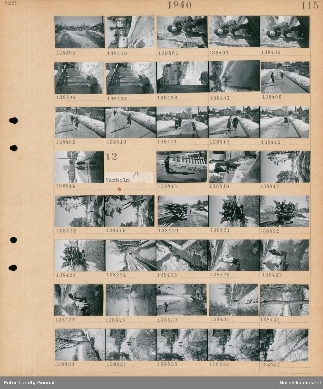 Motiv: Båtfärd till Vaxholm; Landskapsvy med väg och hus, porträtt av en man som står vid ett träd, exteriör av ett uthus, barn leker i en vattenpöl på en väg, två kvinnor går på en väg.  Motiv: Vaxholm; Ett barn leker vid en vattenpöl på en väg, en fattigbössa, landskapsvy med smältande snö, en lastbil lastad med bräder.