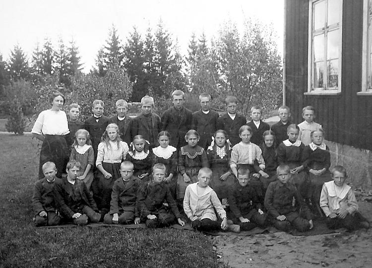 Bildtext: Vesene skola.  Ester Brandberg lärare.  Brandberg-Wibergs samling.