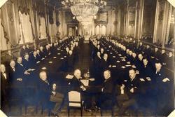 Jubileumsmøte. Forhandlinger i Rococosalen første dag 10.12.