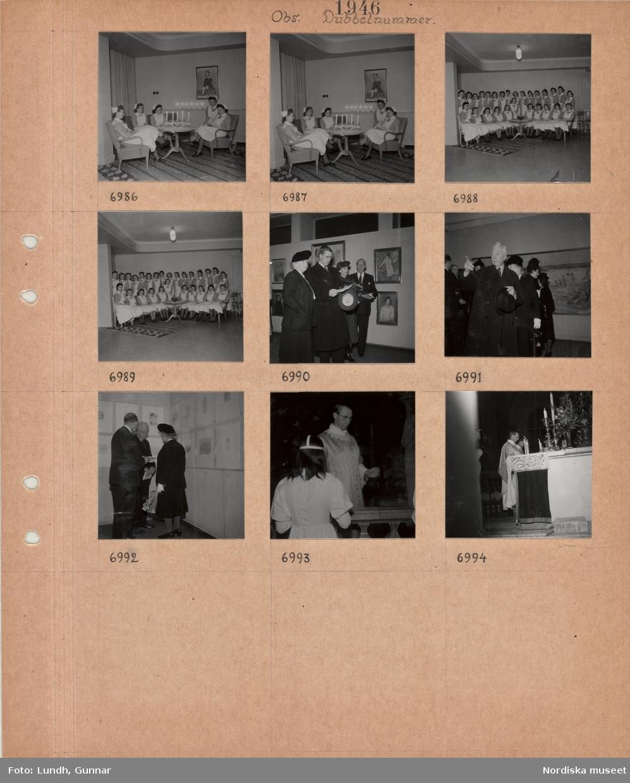 Motiv: Kvinnor i sköterskeuniform sitter i en soffgrupp, tända ljus, grupporträtt av kvinnor i sköterskeuniform, kronprinsparet Gustaf Adolf och Louise vid en konstutställning, utställningssal med tavlor, man i ytterrock med hatt i handen, två män och en kvinna i utställningssal med konst på väggarna, nattvardsgång, präst i skrud, kvinna klädd i vitt, två präster vid altare med tända ljus.