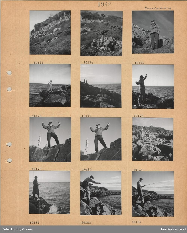 Motiv: Kullaberg, fyra män sitter i en klippig sluttning och äter matsäck, en man står med en stor fisk i handen, en man står på klippig strand och fiskar med spö, man i skinnjacka och skärmmössa med stor fisk på kastspö, Kullens fyr i klippig terräng, en kvinna fiskar med spö från klippig strand.