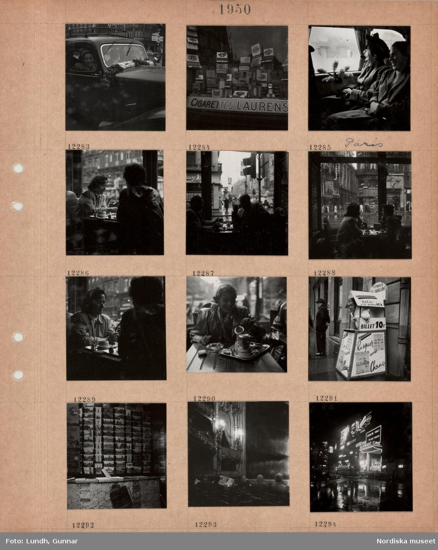 Motiv: Paris, en kvinna tittar ut genom ett bilfönster, girlang på motorhuven, skyltfönster med cigarrer, två kvinnor sitter i en bil med hyacinter vid fönstret, två kvinnor sitter vid ett kafébord, två män sitter vid ett kafébord, utblick mot gata, en kvinna sitter vid kafébord utomhus i regn, en försäljare står i ett litet gatustånd för lotteri, försäljning av vykort och kartor, interiör teatersalong, män i publiken läser tidningen, stadsgata i regn på kvällen med neonskyltar, biograf.