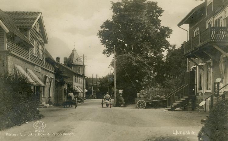 """Enligt Bengt Lundins noteringar: """"Ljungskile. Vällebergsgatan""""."""