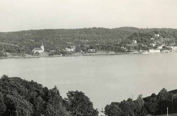 """Enligt Bengt Lundins noteringar: """"Utsikt från Ulvesund. Lyckorna""""."""