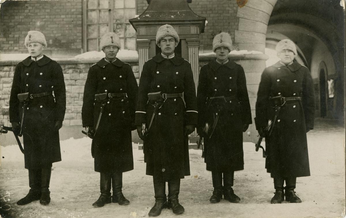 Grupporträtt av korpral med fyra volontärer.