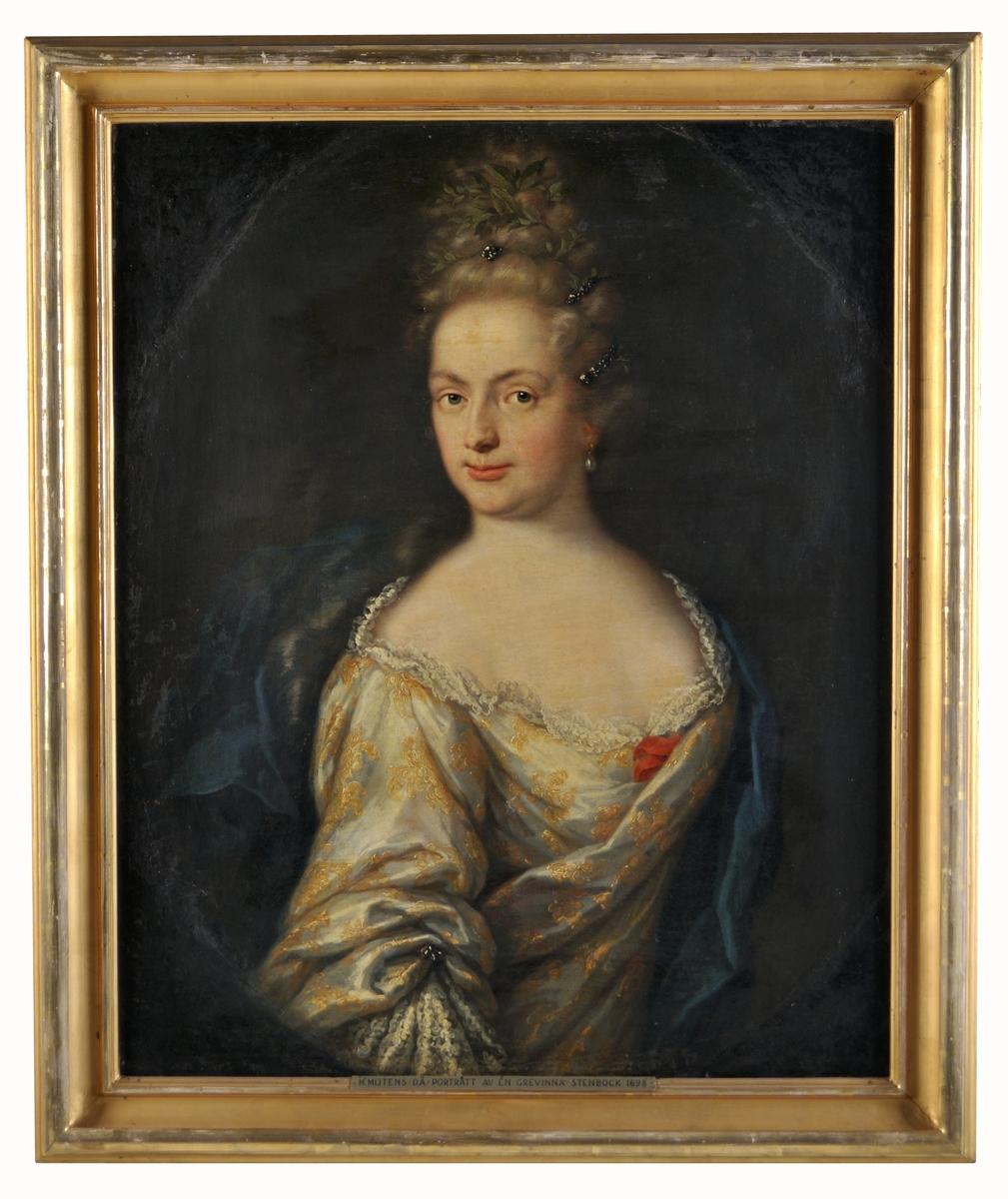 Martin Mijtens d.ä. Porträtt av grevinna Stenbock, dat. 1698 enligt inskription på spännramen. Midjebild i målad oval. Olja på duk, modern förgylld ram.