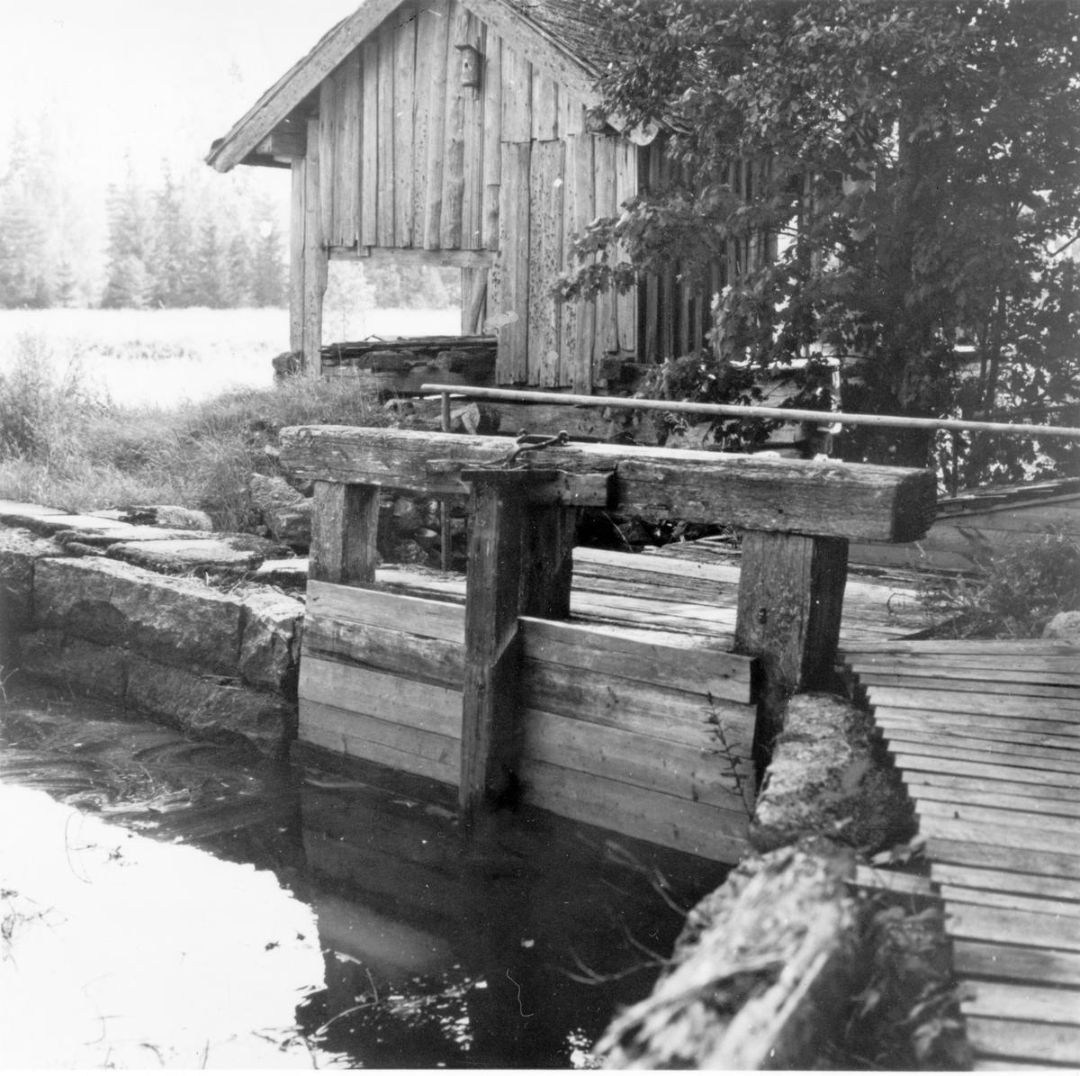 Den nu rivna, vattendrivna, enbladiga sågen i Ålbo. Sista sågningen utfördes 1904. Sågning har bedrivits där sedan 1600-talet, i huvudsak för husbehov.