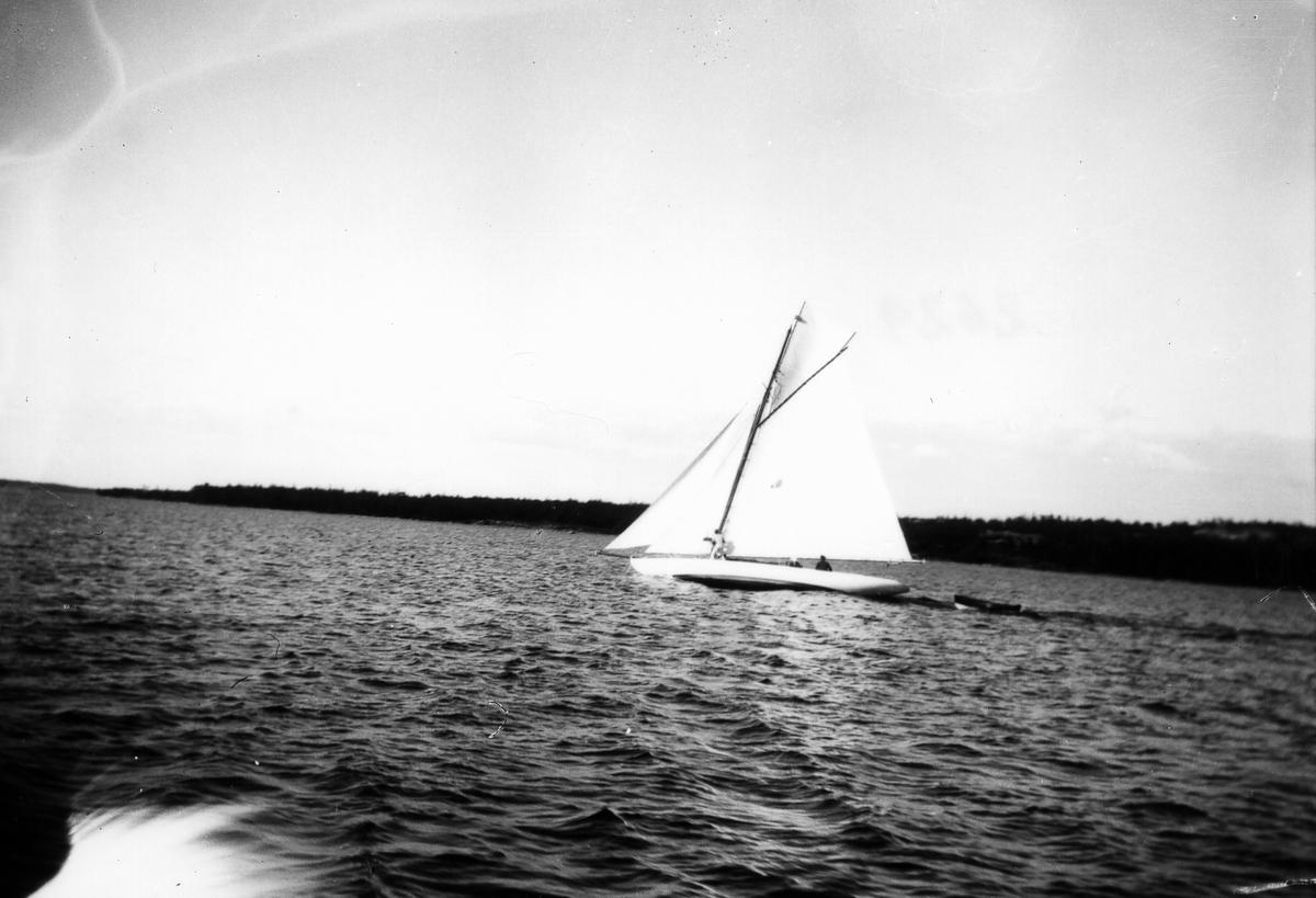 Segelbåt.
