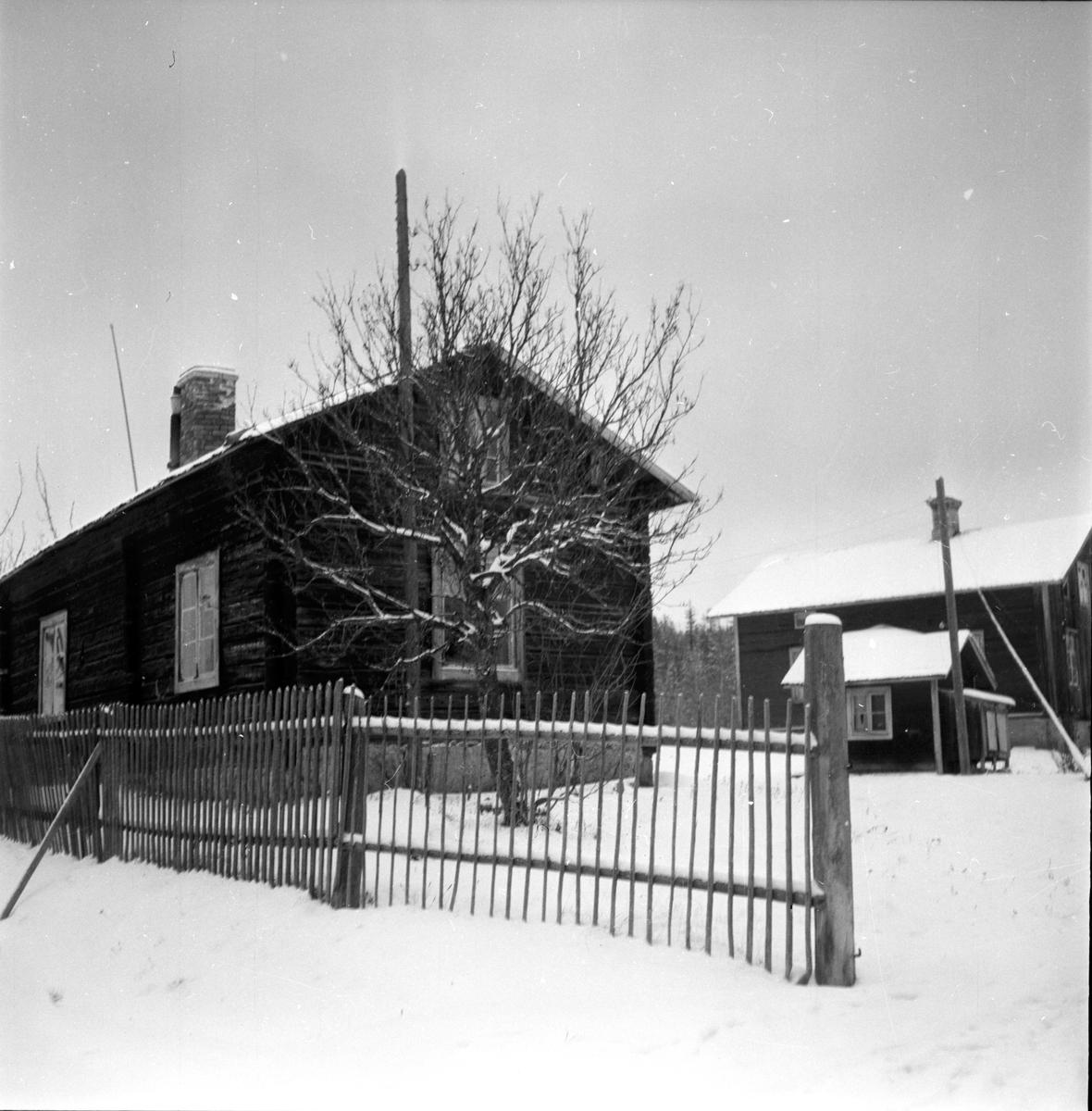 "Flytåsen, Svante Persson m. fam. ""Styggubben"" Sundström, 22 November 1960"
