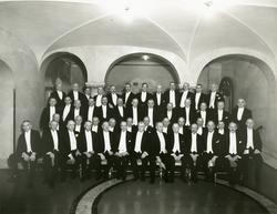 Grupporträtt av gamla officerare samlade på Grand Hotel Roya