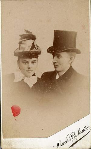 Oscar Rylander (1866-1951) arbetade i en ateljé i Uppsala och på andra platser i Sverige, men etablerade sig i Eksjö den 20 maj 1889. Han var verksam i Eksjö 1889-1920. Han hade också verksamhet i Kristianstad och i Jönköping. Filialer i Åhus och i Mariannelund. År 1896 utnämndes han till hovfotograf.