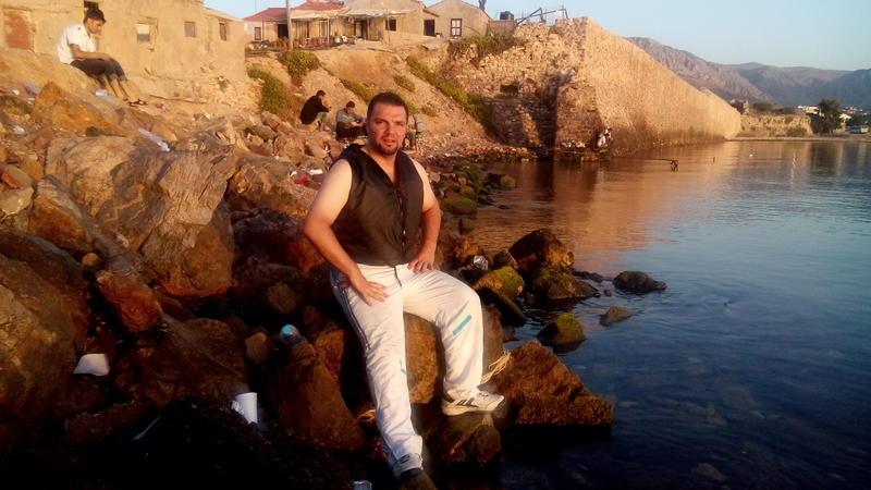 Mohamad rett etter at han kom i land på øya Chios etter å ha krysset Middelhavet i gummibåt.