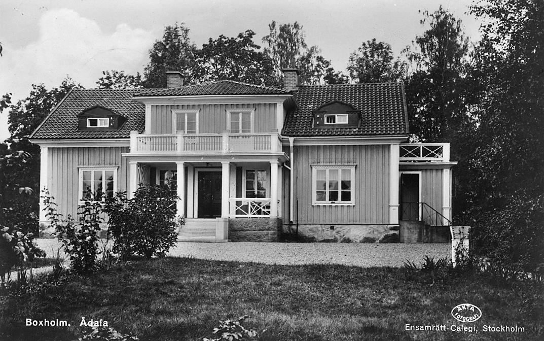Vykort föreställande läkarbostaden Ådala i Boxholm.